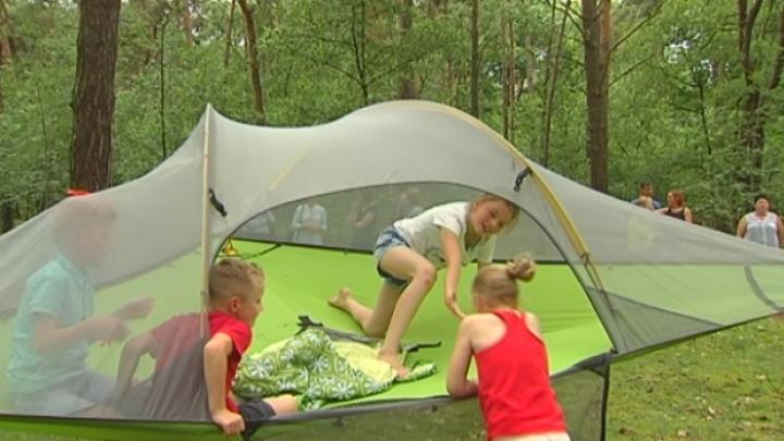 Slapen Op Grond : Slaap eens in een tent meters boven de grond page rtv