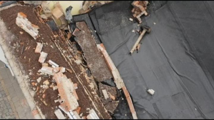 Dak van appartement stort in