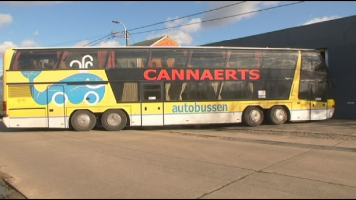 Mechelse bus die bekogeld werd door hooligans wordt foodtruck