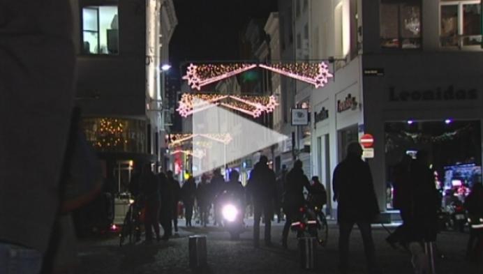 Mechelse Kerstmarkt baadt voor even uitsluitend in kaarslicht