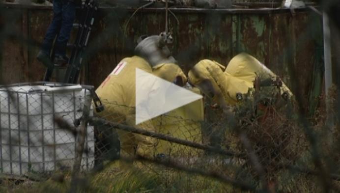 Lekkend vat met chemisch product zorgt voor geurhinder