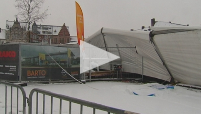 Turnhoutse kersttent stort in door sneeuwval