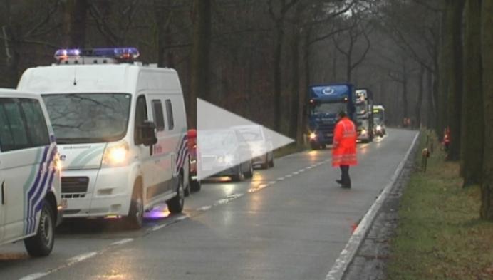 Mug-wagen crasht op Herentalsesteenweg