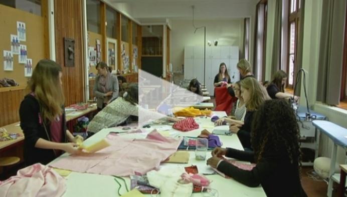 Leerlingen Mode maken kleertjes voor doodgeboren kindjes
