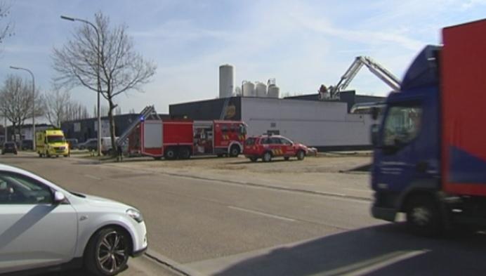 Dakbrand bij koekjesfabriek Thijs