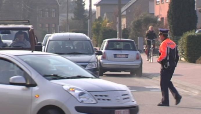 Politie verbaliseert foutparkeerders aan Katelijnse scholen