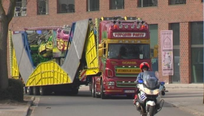 Foorkramers wriemelen voor plaats op Palmenmarkt