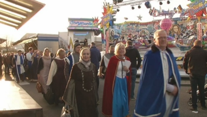 Gemeenteraad verkleed als Ierse hovelingen