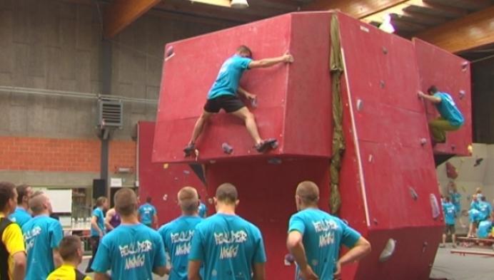Bouldermania: klimwedstrijd voor militairen in Tielen