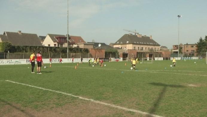 Jonge voetballers trainen mee met eerste elftal KV