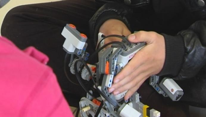 Leerlingen basischool Grasheide bouwen robots voor Robocup