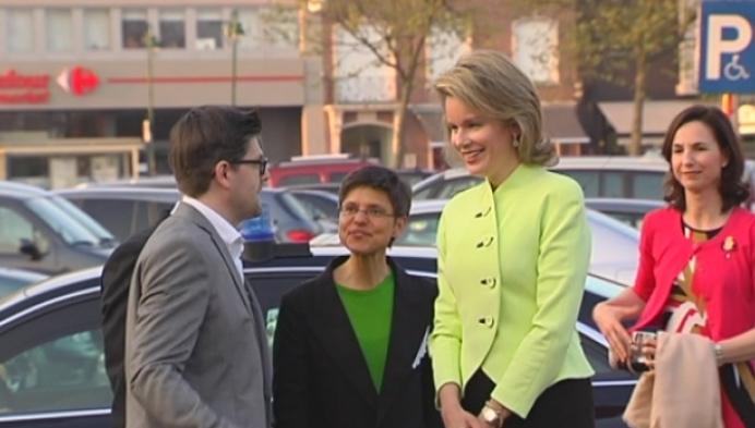Warm onthaal voor koningin Mathilde in cultuurcentrum