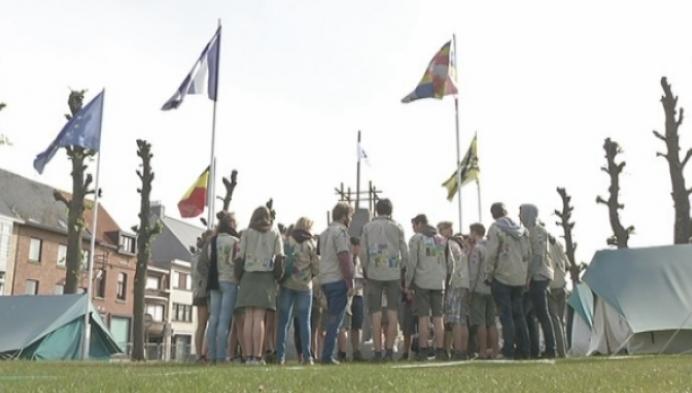 Scouts Berlaar kampeert op dorpsplein