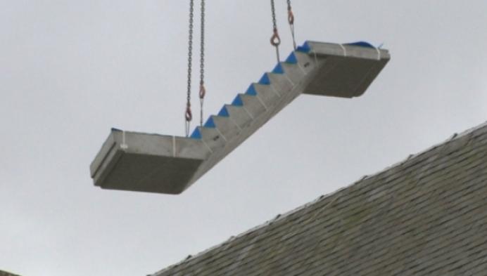Trap in nieuw gemeentehuis geplaatst