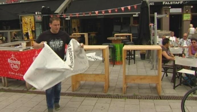 Lierse horeca plaatst 2 voetbalschermen op Zimmerplein