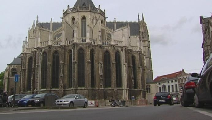 Kerkfabriek laat steengruis Sint-Gummaruskerk deze maand nog verwijderen