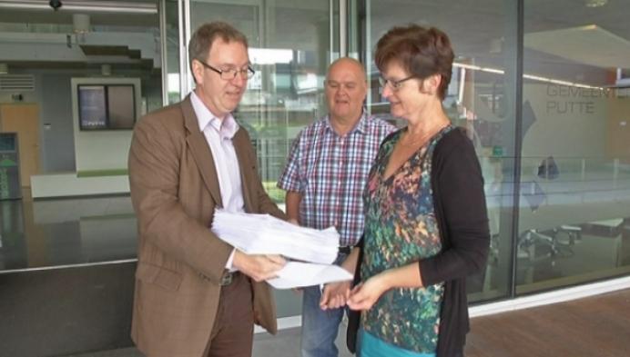 Petitie tegen verkeerssituatie Peulis