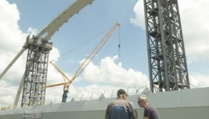 Werken aan nieuwe brug over Albertkanaal in Olen in nieuwe fase