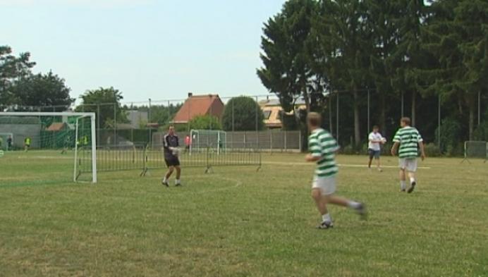 Organisatie voetbaltornooi in Poederlee plaatst zwembaden