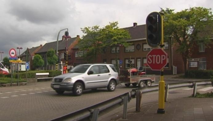 Hulshout past werking verkeerslichten centrum aan