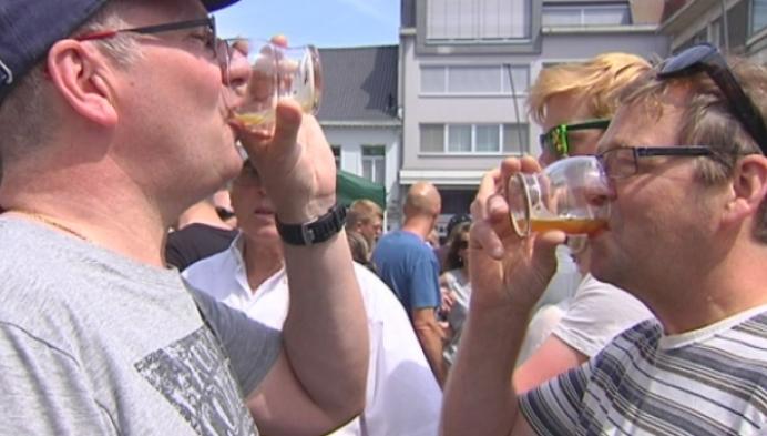 Blind bierproeven op 11 juliviering in Geel