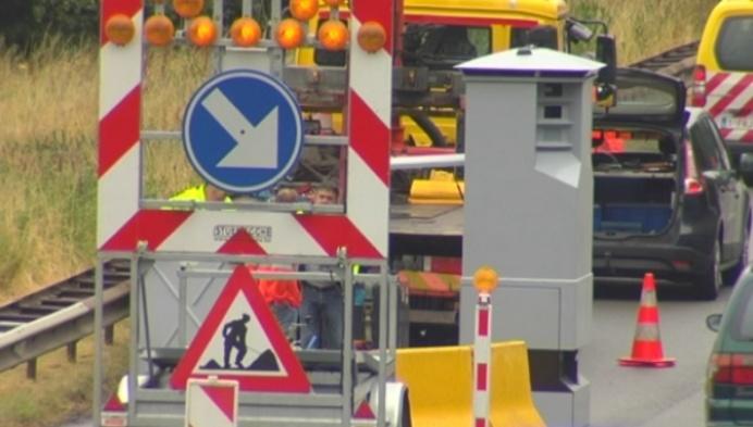 Mobiele flitspaal aan werken E19 in Mechelen
