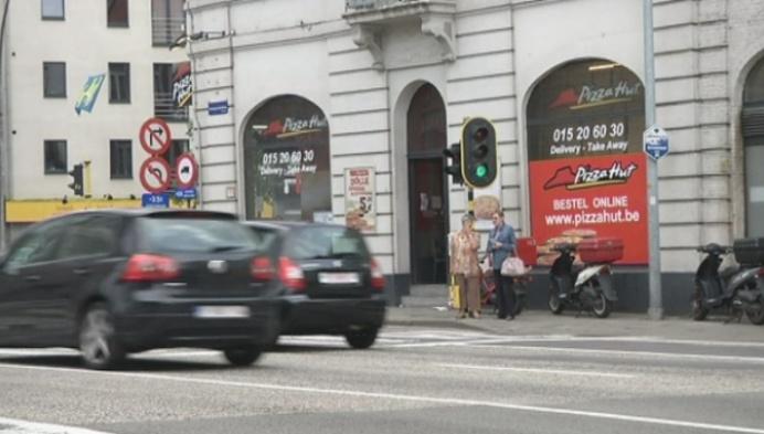Eerste pizzakoeriers beboet door politie