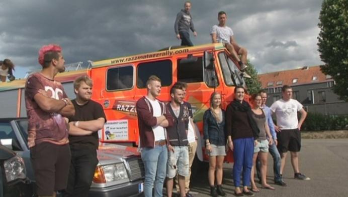 Jongeren reizen met brandweerwagen naar Oost-Europa