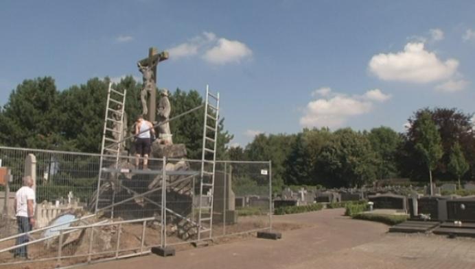 Retie restaureert Calvarieberg op het kerkhof