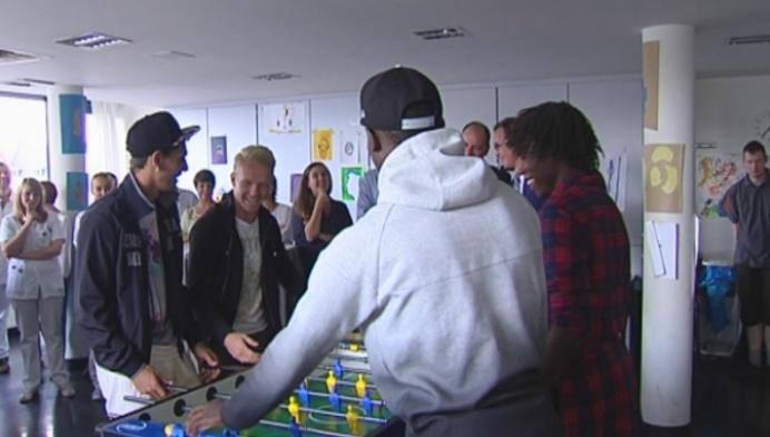Psychiatrische afdeling krijgt voetbaltafel van KV Mechelen