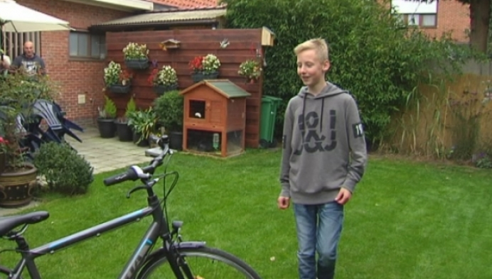12-jarige Lars herenigd met gestolen fiets