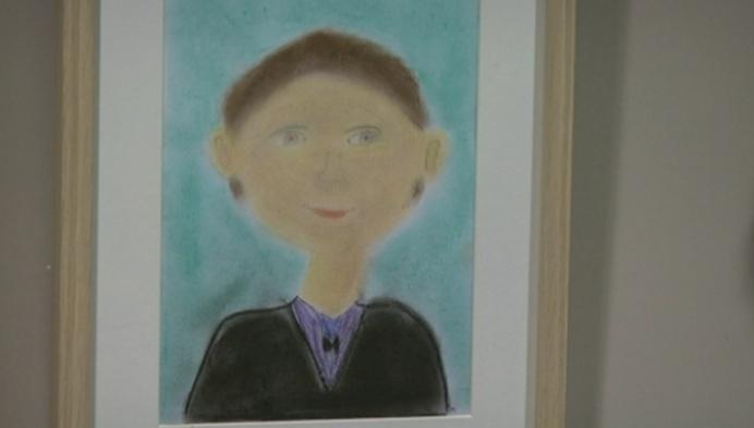 Kinderen maken kunstwerk voor grootouders in Mol