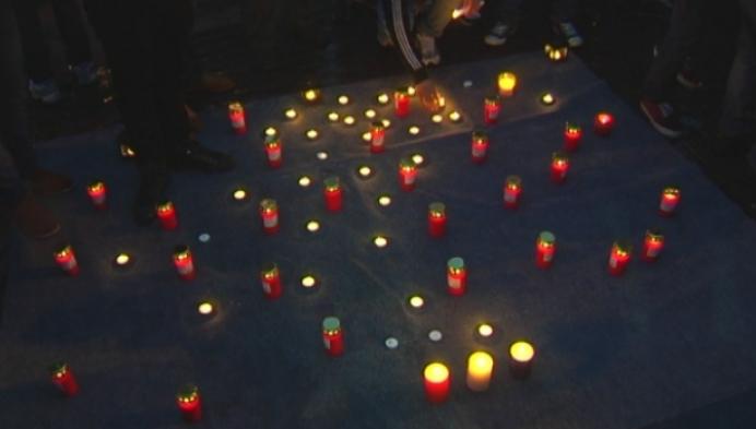 Bewoners asielcentrum houden wake voor Parijs