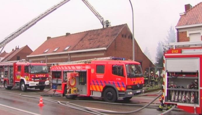 Hevige brand in Arendonk maakt huis onbewoonbaar