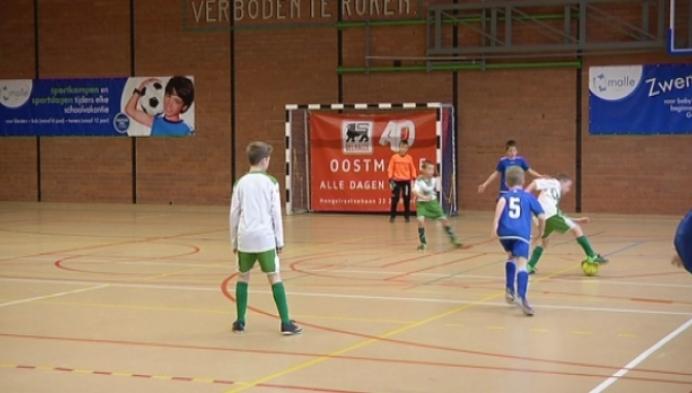 Veld- en zaalvoetbalclubs werken meer en meer samen