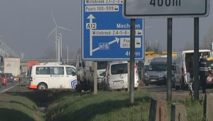 Politie controleert autohandelaars langs de A12