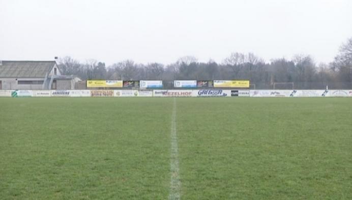 Supporteren voor scheidsrechter op KV Mechelen