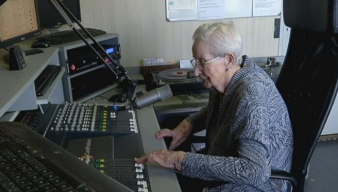 88-jarige Marie is oudste radiopresentatrice van het land