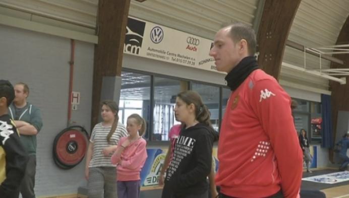 Mechelse scholieren trappen balletje met KVM-spelers