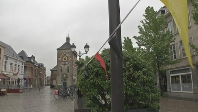 Cafébazen boos over schermen Zimmerplein