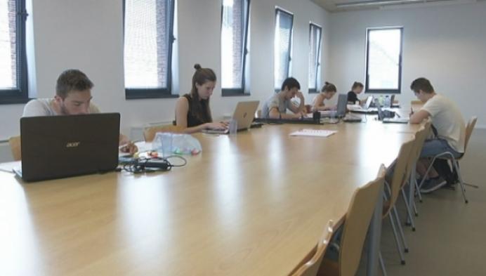 Kempense studenten studeren samen