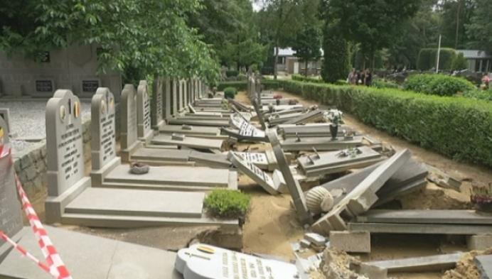 Heel wat graven beschadigd na onweer