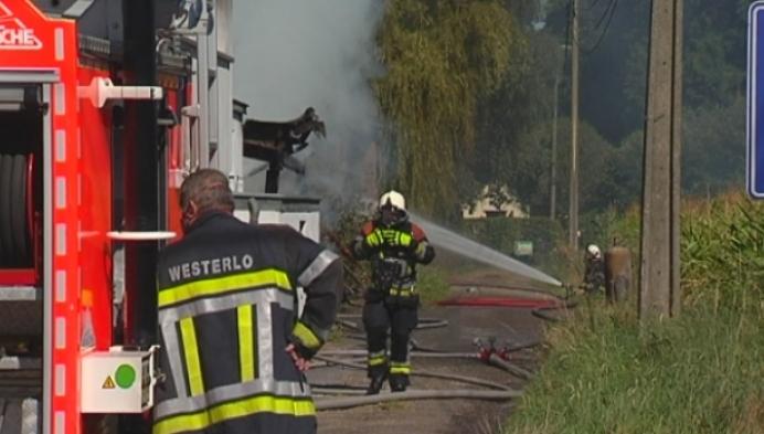 Oude opslagplaats brandt uit in Zoerle-Parwijs