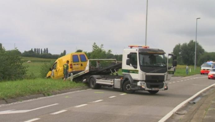Politie onderzoekt ongeval met bestelwagen in Heffen