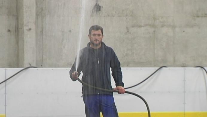 Eerste laagje ijs voor Turnhoutse schaatsbaan