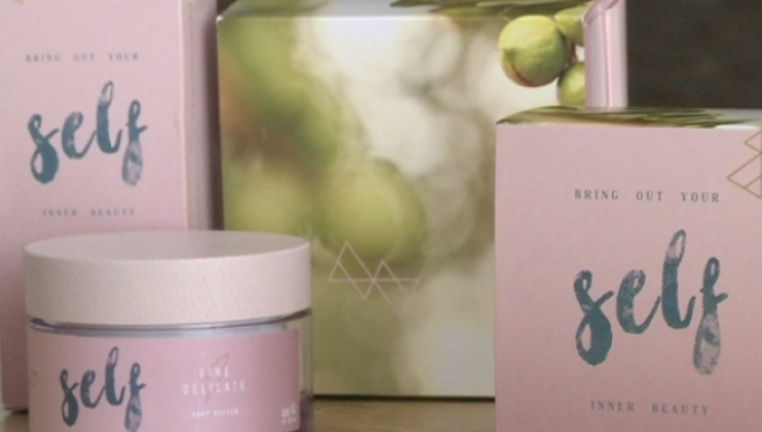 Geelse moeder maakt huidproducten voor dochter
