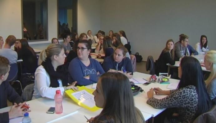 Turnhoutse studenten leren kansarme kinderen thuis leren