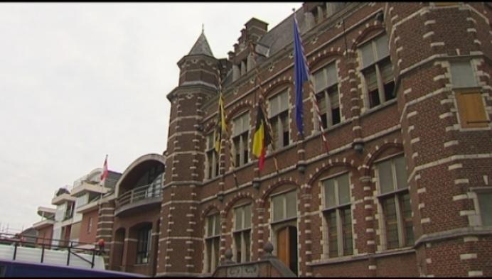Waterschade na lek in historisch stadhuis Hoogstraten