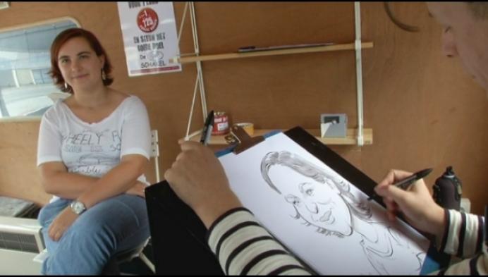 Kunstenaar maakt karikaturen van 725 Puursenaars