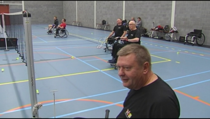 Duffelse Burgemeester promoot rolstoelbadminton